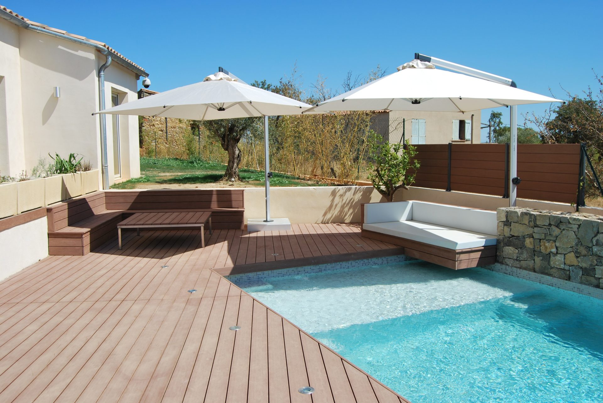WPC Perfekt für die Terrasse am Pool